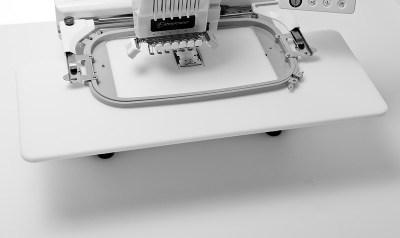 Hafciarka komputerowa BROTHER PR 655 - Stolik podtrzymujący tamborek